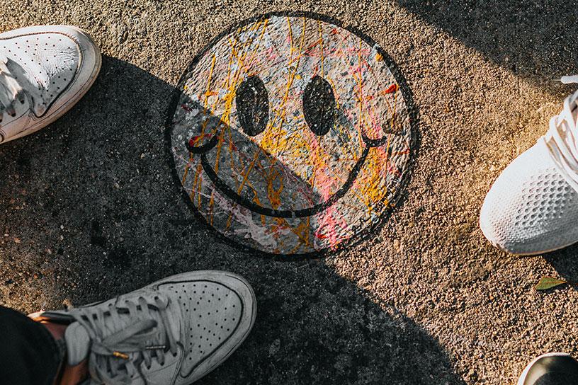 Smiliey auf Boden